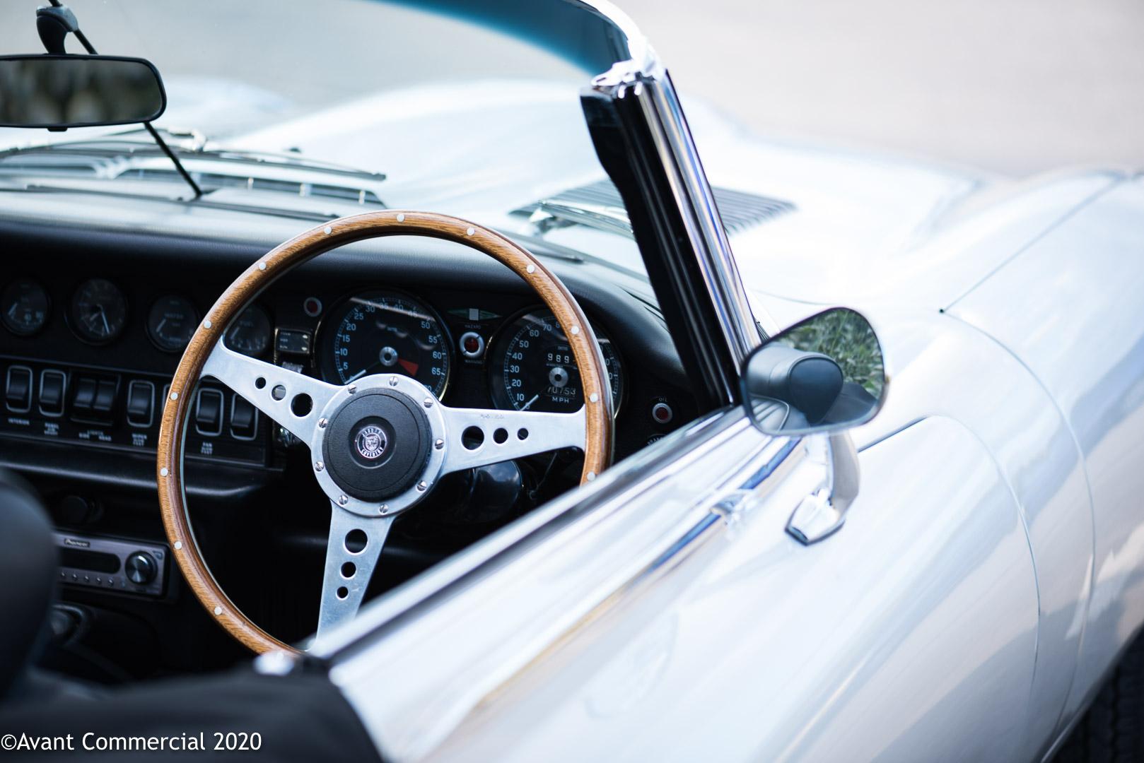 Jaguar v12 E-Type interior