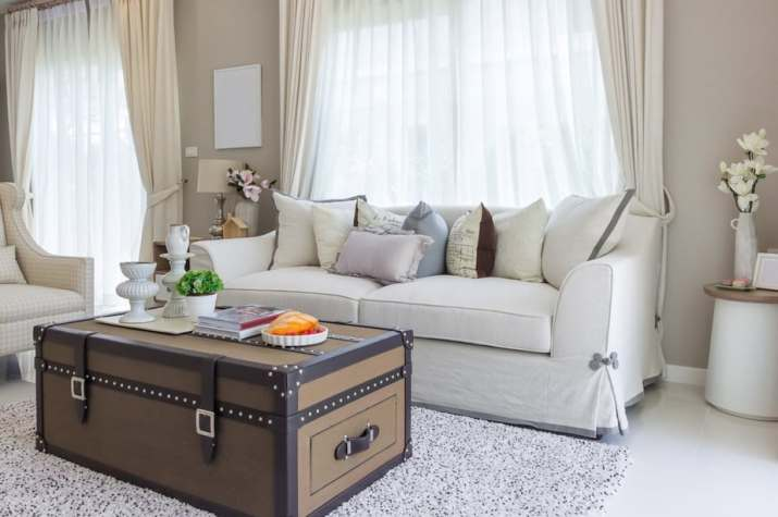 Two-Layered Living Room Curtain with Similar Colors