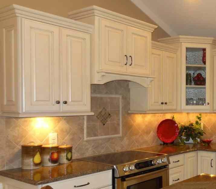 Alluring, Travertine Kitchen Backsplash