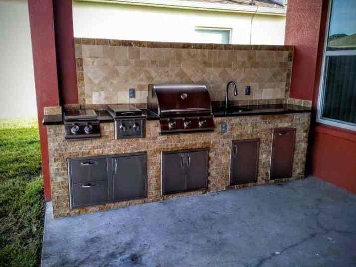 Stylish DIY Outdoor Kitchen