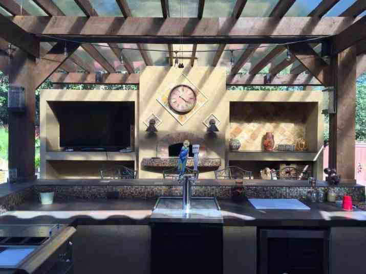 Outdoor Kitchen with Small Bulbs