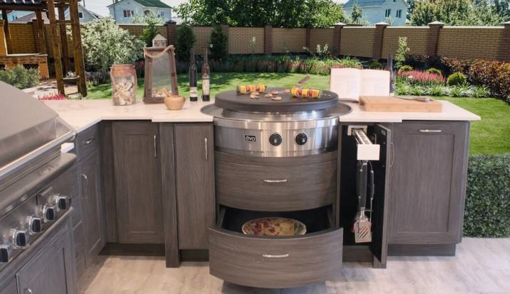 Rely on the Nature for Outdoor Kitchen Backsplash