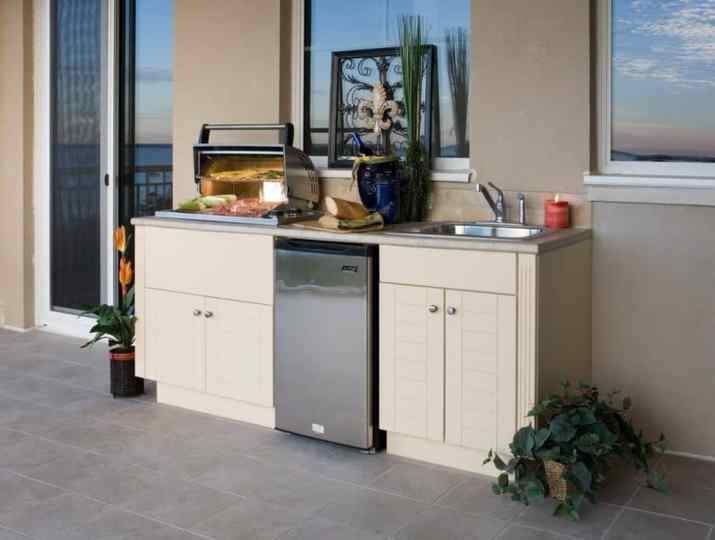 Outdoor Kitchen with Minimalist Cabinet