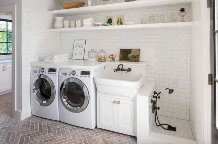 Clear Laundry Room