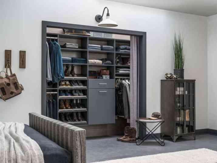 Minimalist Bedroom Closet