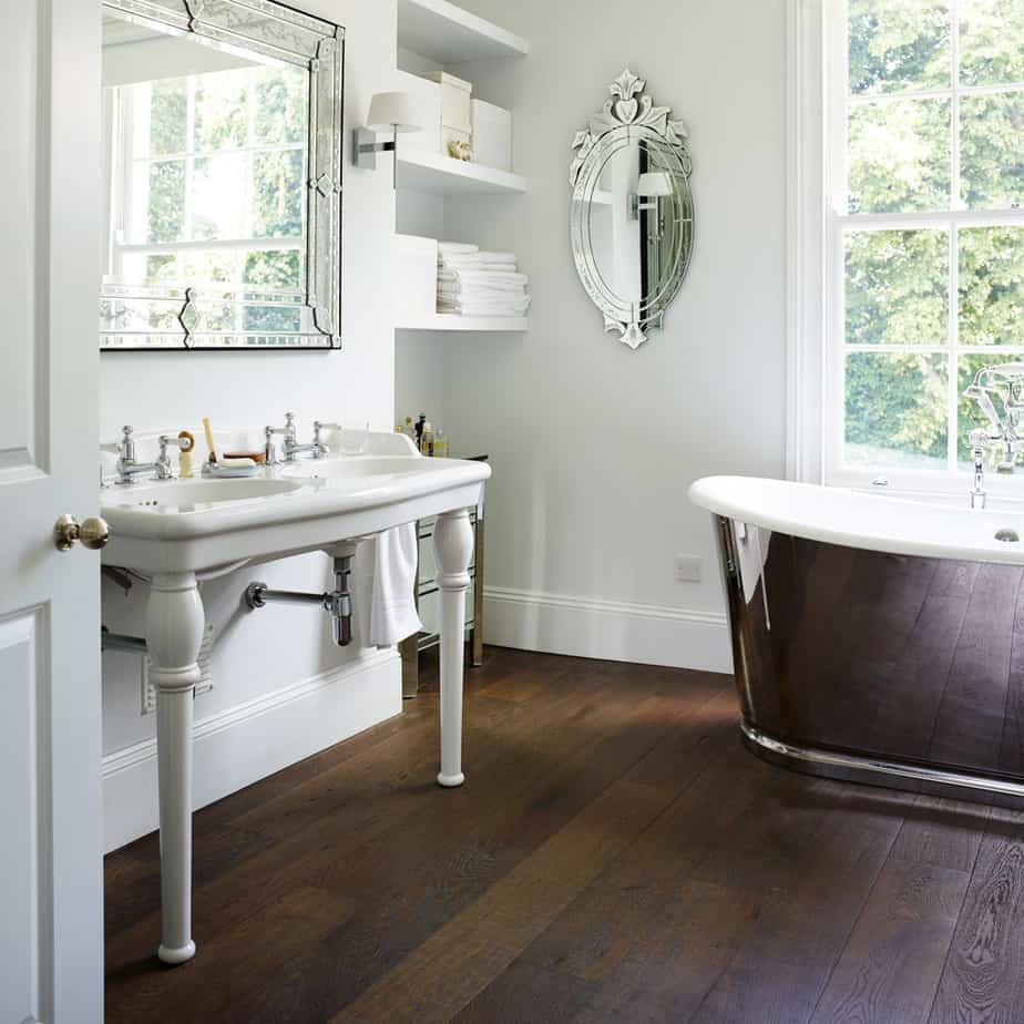 Graceful Vintage Bathroom
