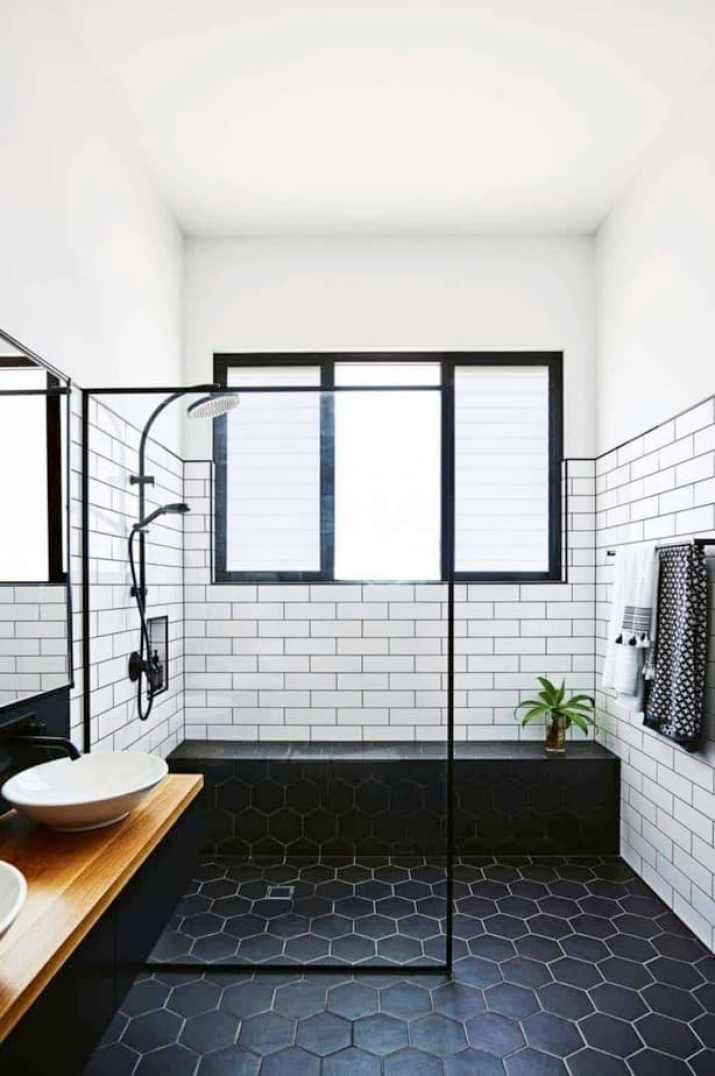Catchy Neutral Bathroom