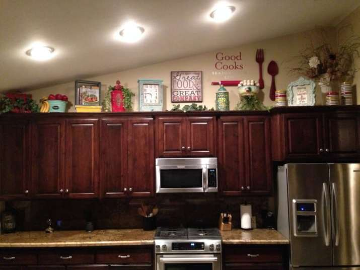 Vaulted Ceiling Kitchen Cabinet Ideas for smaller kitchen in dark mode