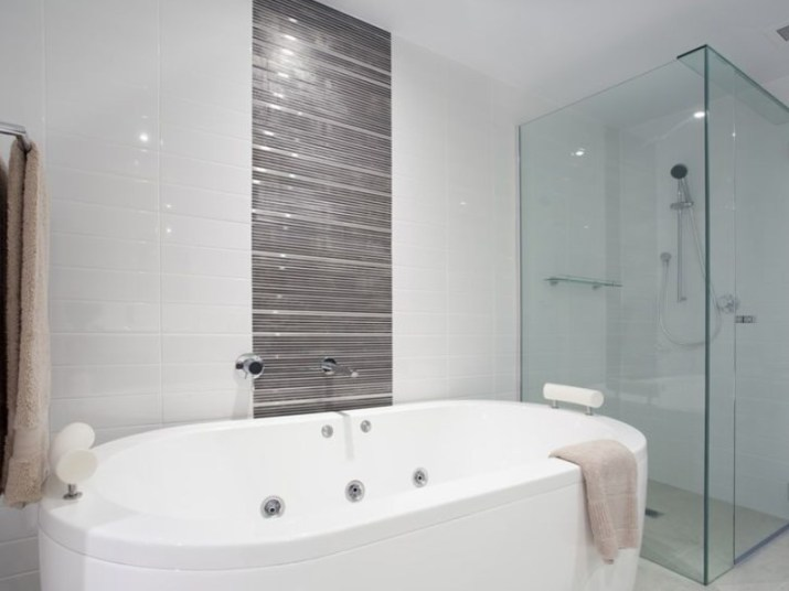 15 White Bathroom Ideas 2020 (Simple yet Elegant) 14