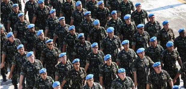 pelotão de soldados brasileiros