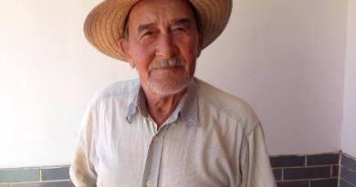 idoso de chapéu