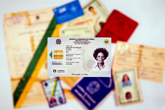 diversos documentos de identificação