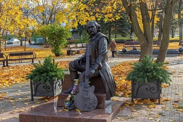 Памятник Владимиру Мулявину, жанровая скульптура, Беларусь ...