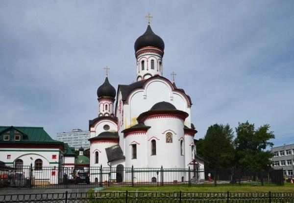 Церковь Троицы Живоначальной в Старых Черёмушках ...
