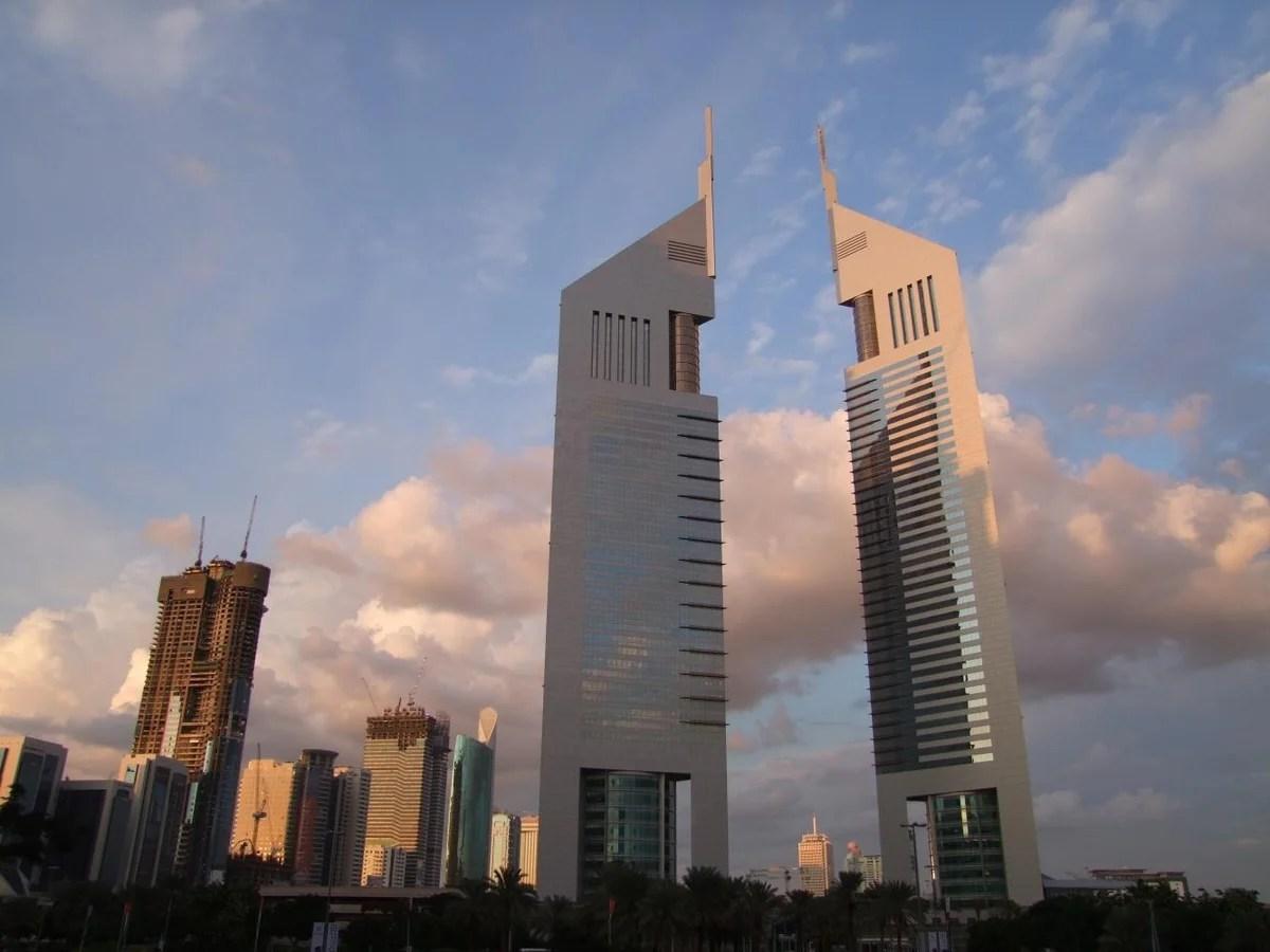«На фото Эмиратские башни.Комплекс включает в себя два ...