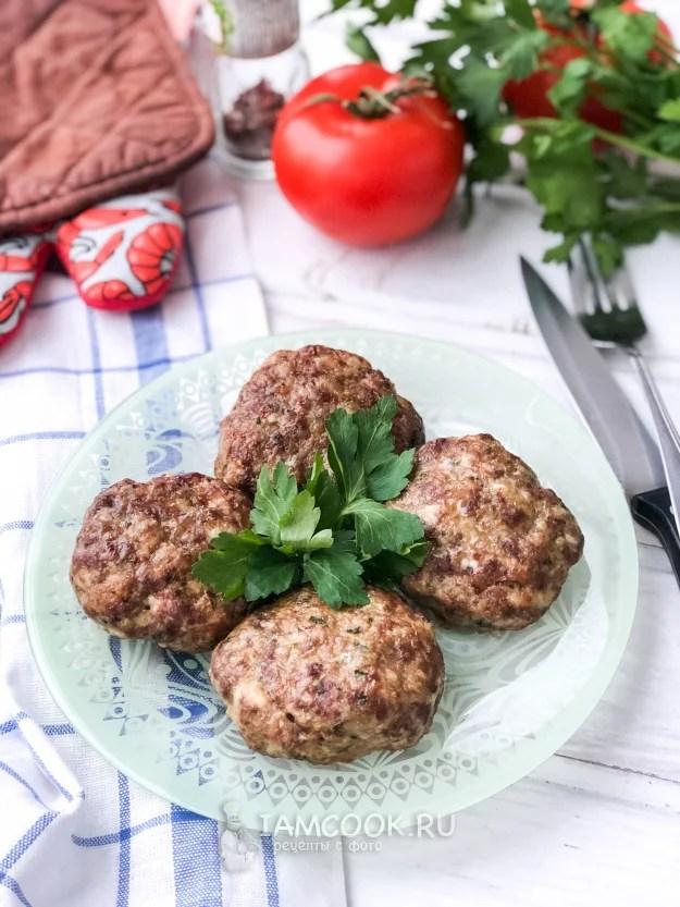 «Курино-говяжьи котлеты в духовке — рецепт с фото пошагово ...