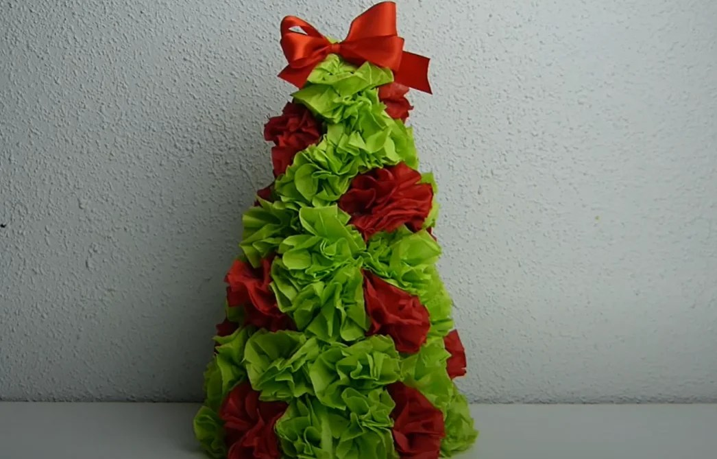 """Thus, we make with all the napkins (how much you need """"roses"""" depends on the size of the cone that you do)."""