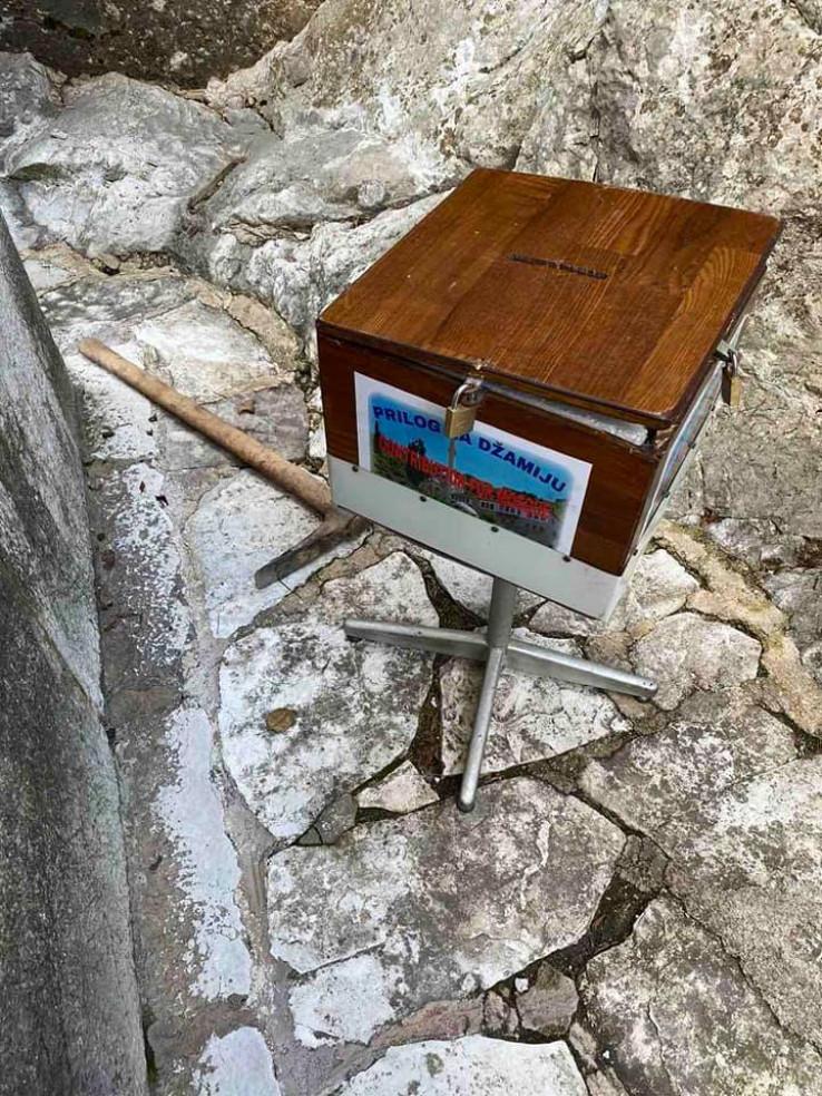 Obijena kutija i krampa