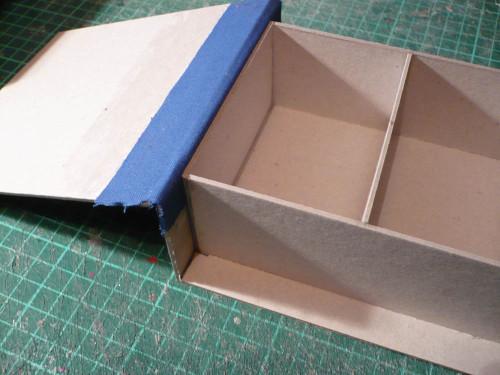 boite-carton-charniere-tissu.jpg