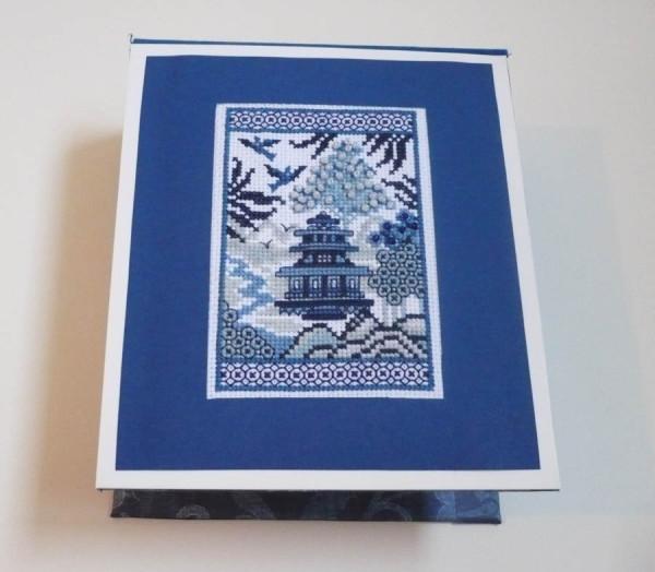 broderie-vase-chinois-bleu.jpg