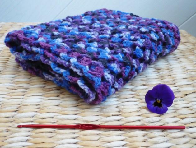 écharpe au crochet motif ajouré