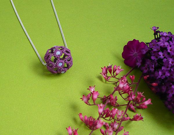 boule fleur frivolité pendentif2