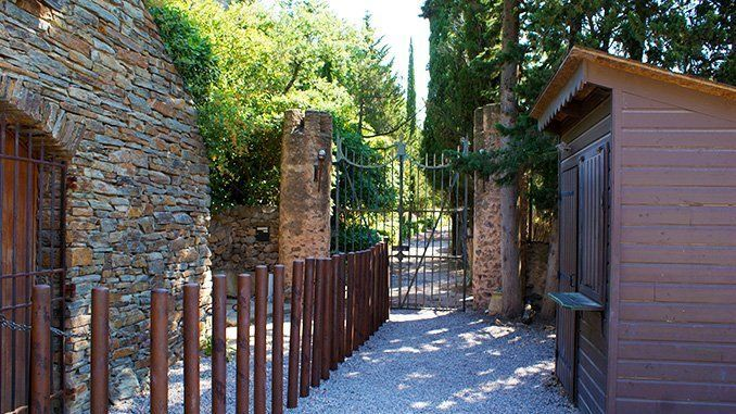 Entrada al castillo de Castelnou.