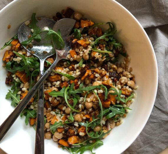 Grain salad with shallot dressing // Salade de céréales avec vinaigrette à l'échalote