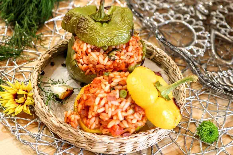 Peperoni Ripieni con Pomodori e Piselli