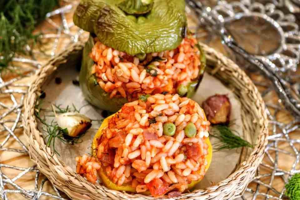 peperoni ripieni con pomodoro e piselli interno