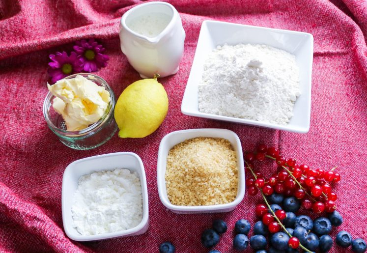 ingredienti per mini torte ai frutti bosco vegan