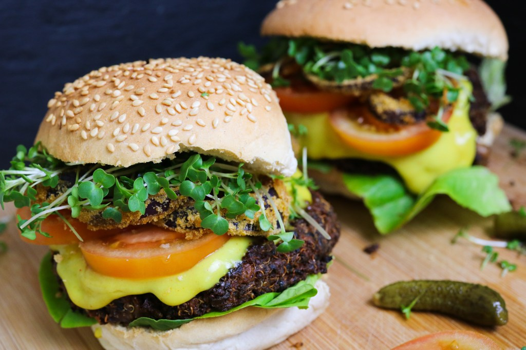 quinoa and mushrooms burgers