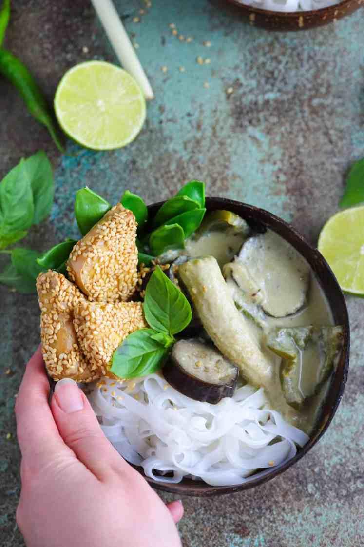 Curry Verde Thailandese con Tofu Croccante al Sesamo