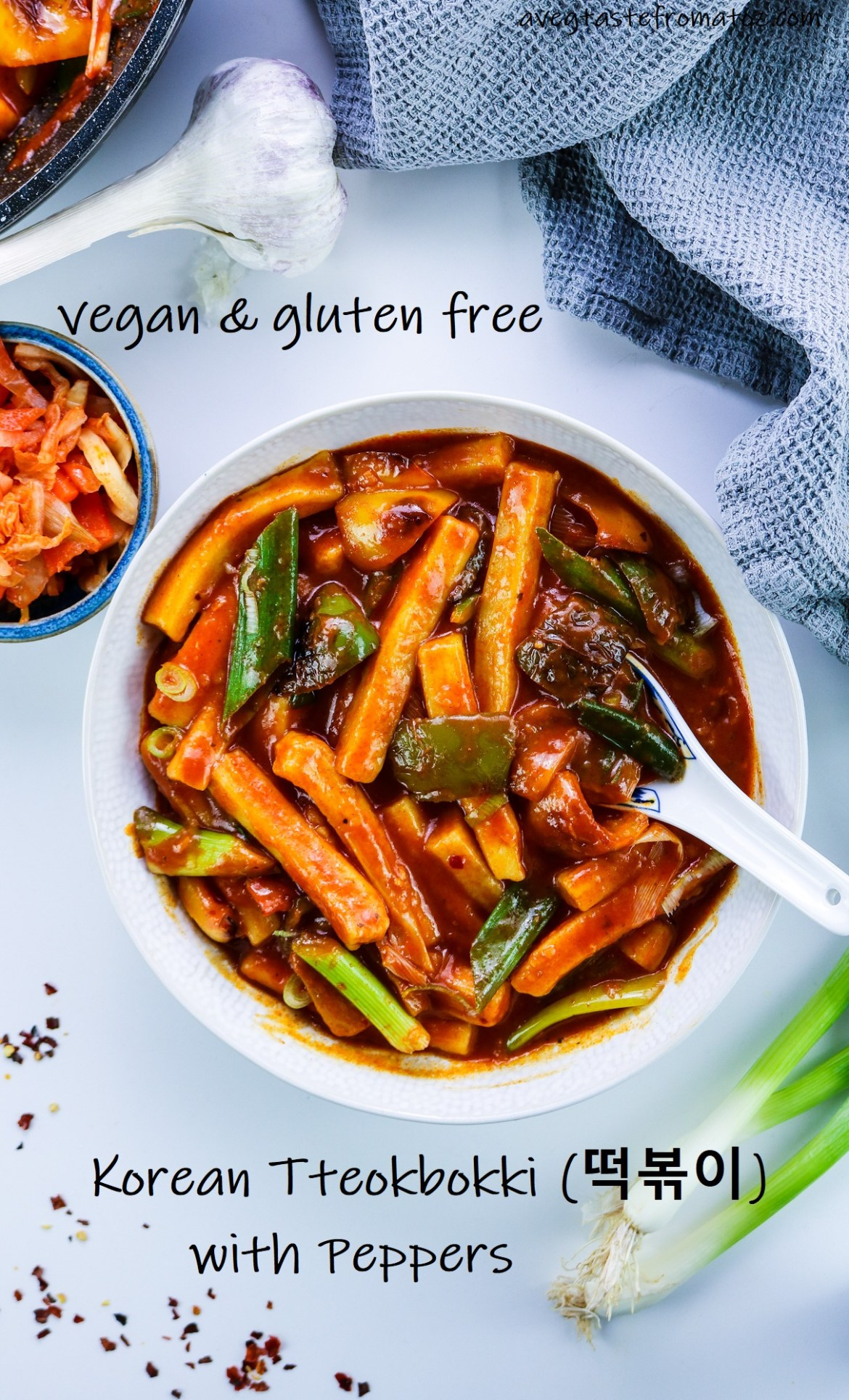 Korean Tteokbokki (떡볶이) with Peppers with text to be shared on Pinterest