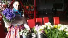 Floreasa Violeta a pregatit aranjamente floarale minunate cu copiii