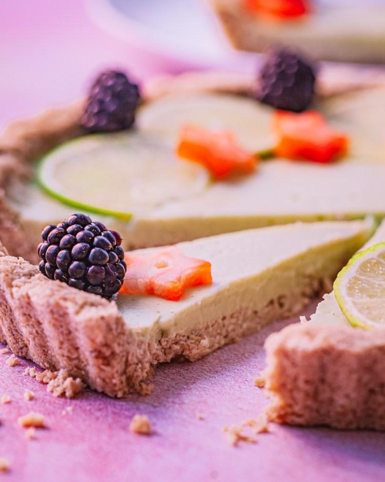 Tarta de lima y aguacate: receta de pastel saludable