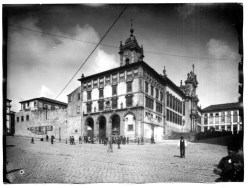 mosteiro_sa%cc%83o_bento_de_ave-maria_fachada_voltada_praca-almeidagarrett_apos_amputacao-parcial