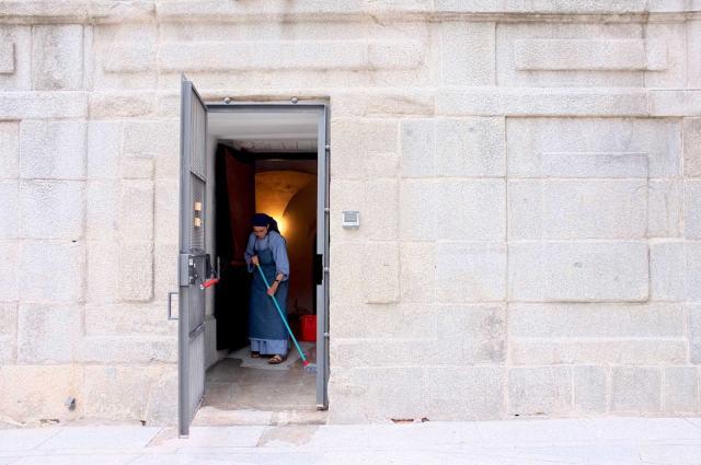 Antonio Barreto_Freira em limpeza de convento_Madrid