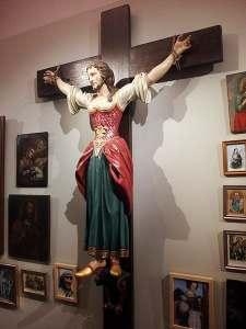 Foto da estátua exposta no Museu da Diocese de Graz-Seckau, curiosamente, na Áustria.