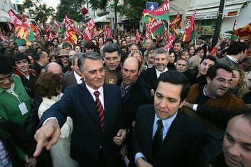 RUI GAUDENCIO - 08 JANEIR0 2005 - CAVACO SILVA EM CAMPANHA NAS RUAS DE CASCAIS - MIGUEL RELVAS - NAO PUBLICADAS -