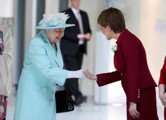 Britain's Queen Elizabeth meets First Minister and SNP leader Nicola Sturgeon (R)  as she attends the opening of the fifth session of the Scottish Parliament in Edinburgh, Scotland July 2, 2016. REUTERS/Jane Barlow/Pool