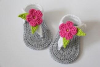 crochet-do-beb-sandlias-recm-nascido-sandlias-gladiador-beb-meninas-chinelos-sapatos-cinza-branco-flor-rosa
