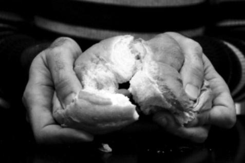 partage du pain n/b