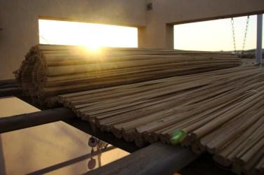 Le toit de la soucca doit être végétal et ne comporter surtout aucune partie métallique (y compris clous, vis etc...)