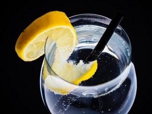 verre-eau-citronnee