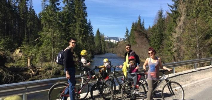 Aventuri in cinci Drumetie cu copiii pe biciclete la munte in Apuseni