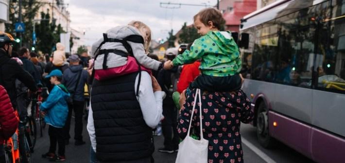 Aventuri in cinci Câteva sfaturi pentru călătorii cu mai puțin plastic