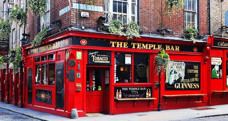 Temple Bar is the area where everyone goes to have a drink, listen to live music and to hang out. Cycling in Dublin