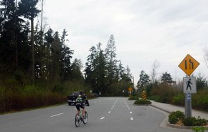Vancouver cycling - Stanley Park - To ride down from Prospect Point, you can choose to go by road, for an exhilarating, fast descent