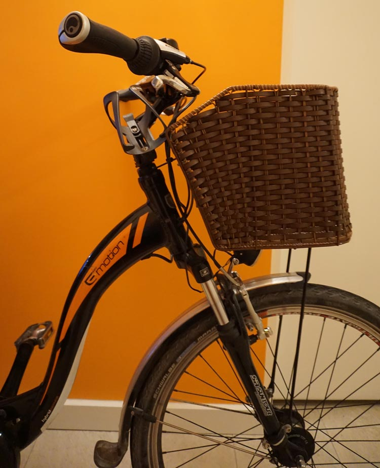 This wicker pet basket is secured 100% securely to my bike. How to Carry your Dog Safely on Your Bike in a Pet Basket
